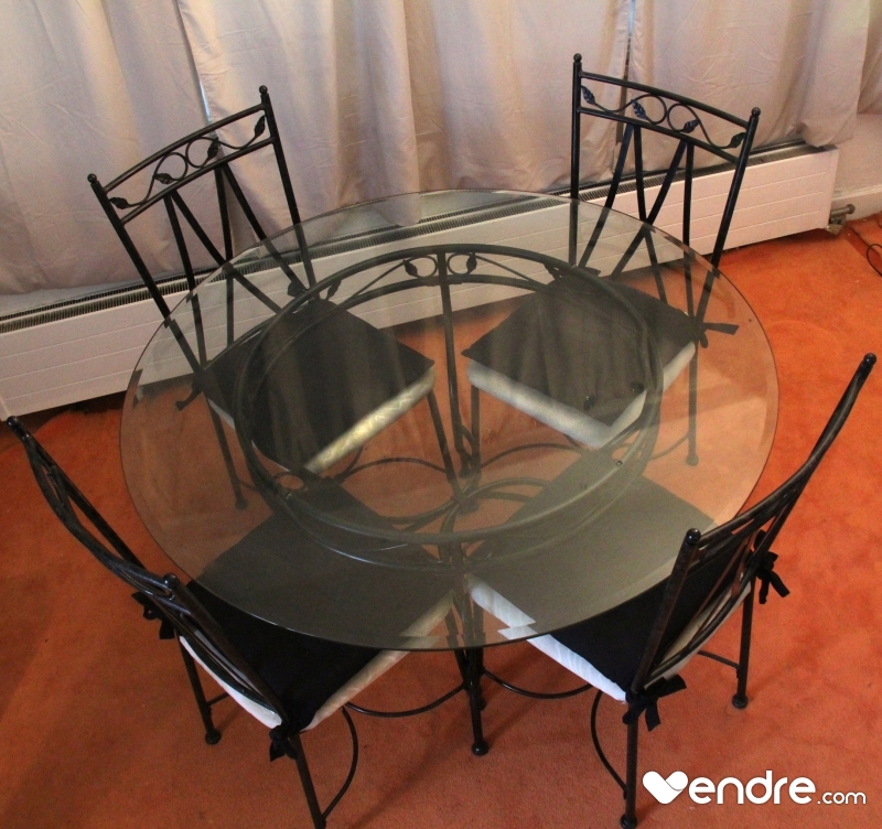 table ronde en verre et fer forg 4 chaises. Black Bedroom Furniture Sets. Home Design Ideas