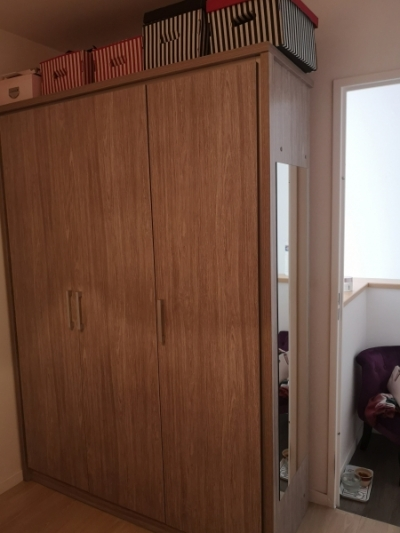Photo 1 Chambre Emily: lit+table de chevet+armoire