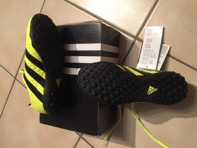 Photo 1 Chaussures de foot pointure 31,5