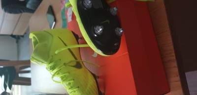 Photo 0 crampon nike mercurial taille 34